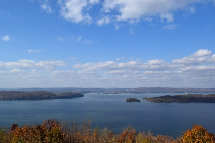 Lake Guntersville State Park is located on Lake Guntersville and the Tennessee River. It is one of the most beautiful state parks in Alabama.