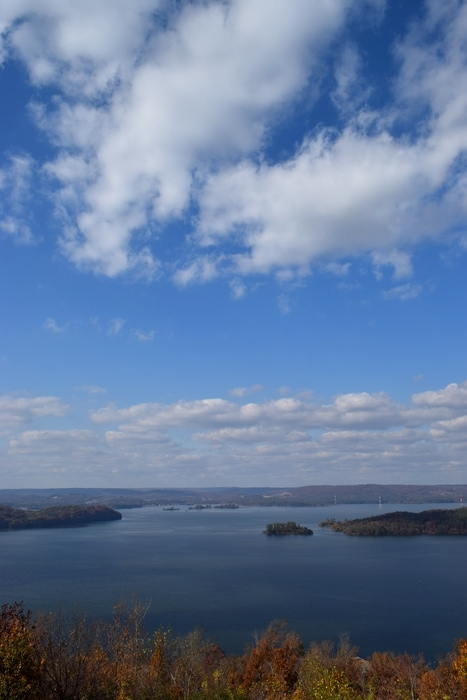 Lake Guntersville State Park is located on Lake Guntersville and Tennessee River. It is one of the most beautiful state parks in Alabama.
